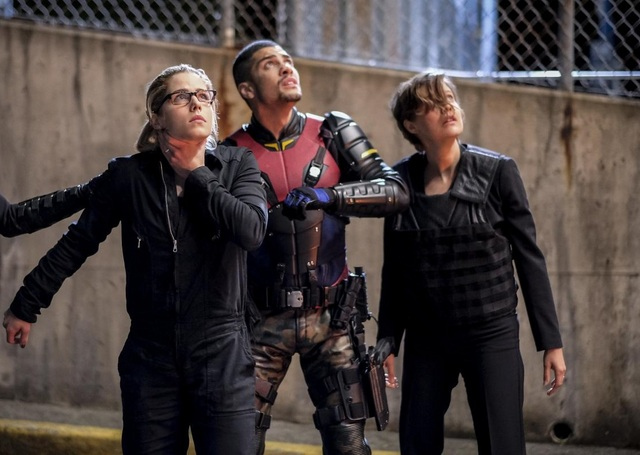 arrow-the-ties-that-bind-photos -felicity, wild dog and lyla