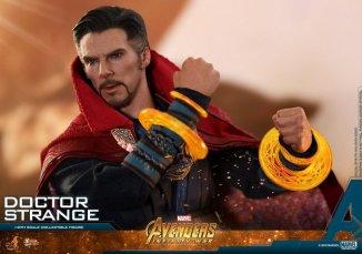 hot toys avengers infinity war doctor strange figure -close up