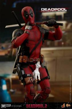 hot toys deadpool 2 figure - riding unicorn