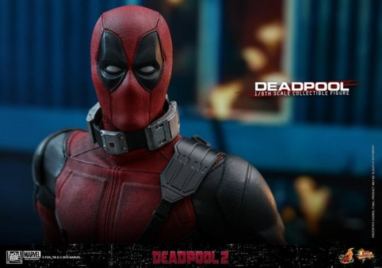 hot toys deadpool 2 figure -with power dampener
