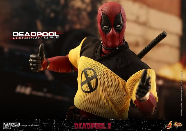 hot toys deadpool 2 figure - with trainee shirt