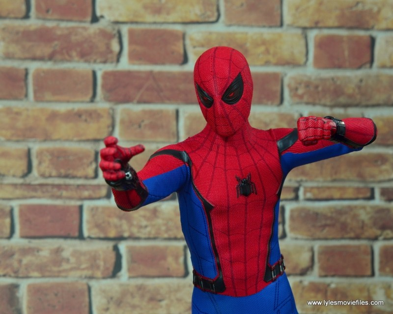 hot toys spider-man homecoming figure review - interrogation mode eyes