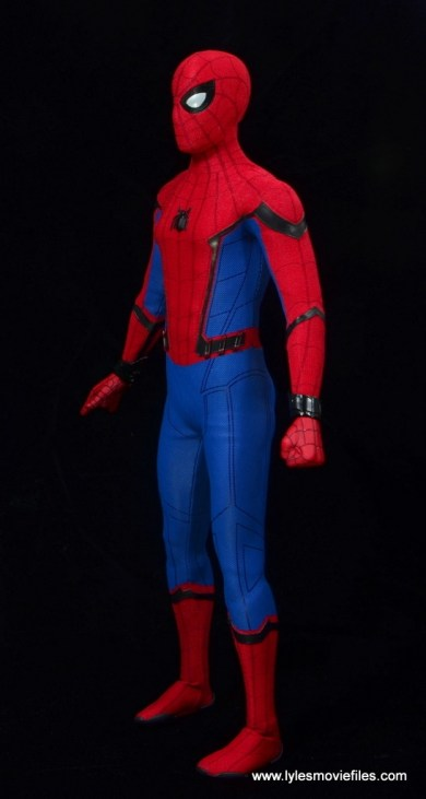 hot toys spider-man homecoming figure review - left side