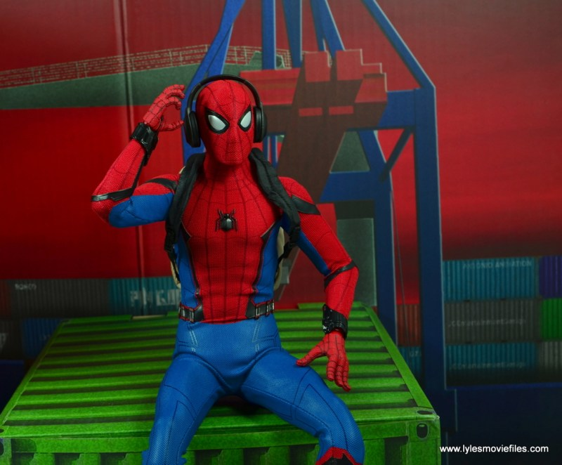 hot toys spider-man homecoming figure review - listening to headphones