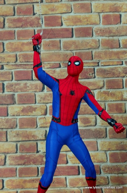 hot toys spider-man homecoming figure review - shooting web up