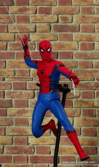 hot toys spider-man homecoming figure review - web slinging front