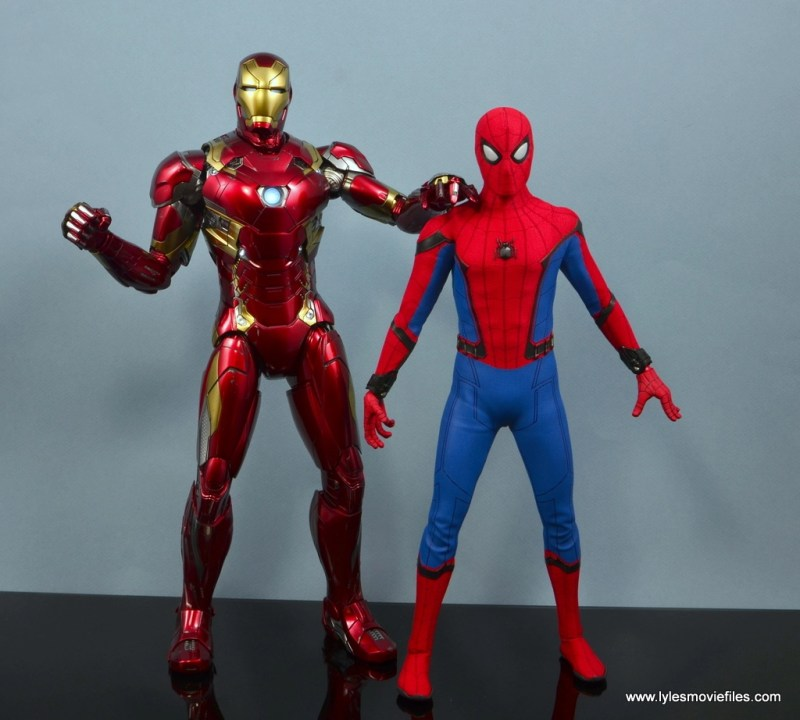 hot toys spider-man homecoming figure review - with iron man