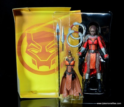 marvel legends nakia figure review - package lining and accessories