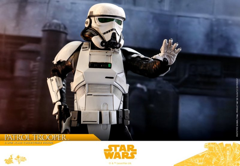 hot toys solo a star wars story patrol trooper figure -reaching for pistol