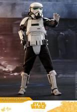 hot toys solo a star wars story patrol trooper figure - warning