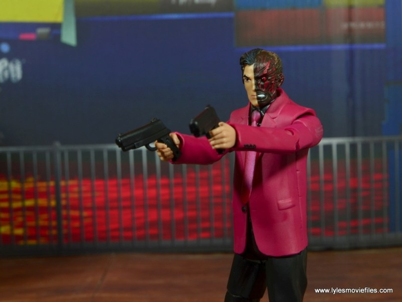 dc multiverse two-face figure review -aiming pistols