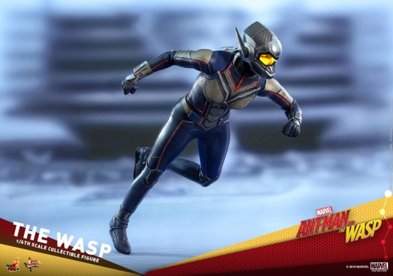 hot toys the wasp figure -running