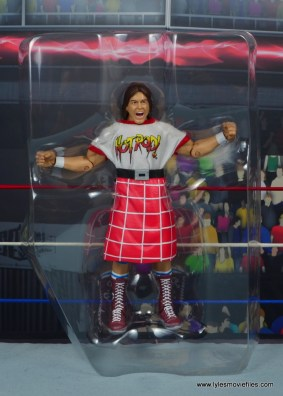 wwe hall of fame rowdy roddy piper figure review - accessories in tray