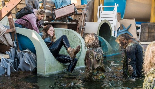 fear the walking dead buried review -alicia and naomi in the water