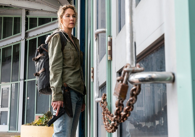 fear the walking dead just in case review - naomi at the door