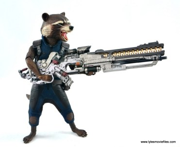 hot toys avengers infinity war groot and rocket review - rocket holding blaster right side