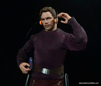 hot toys guardians of the galaxy vol. 2 star-lord figure review -using walkman