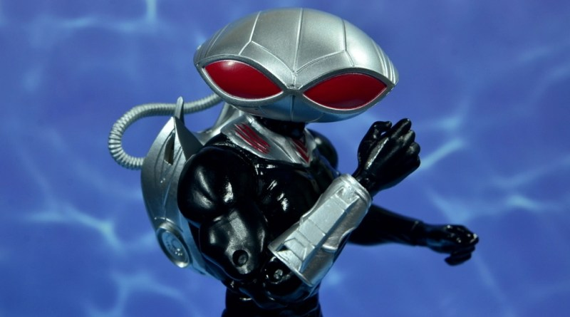 dc essentials black manta figure review - main pic