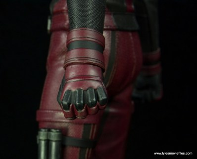 hot toys daredevil figure review - glove detail