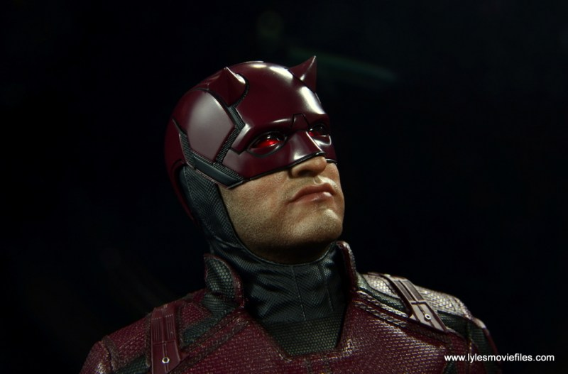 hot toys daredevil figure review - looking up