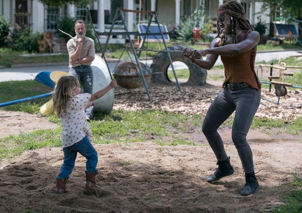 the walking dead warning signs review - judith, rick and michonne