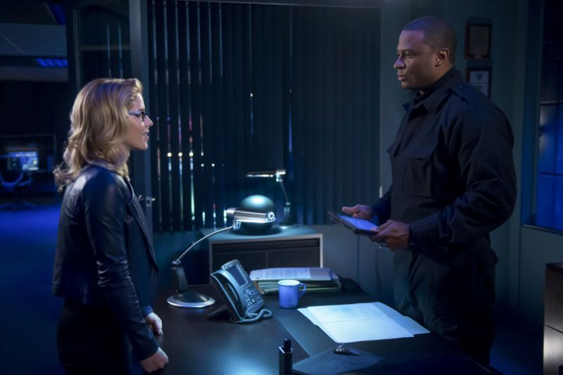 arrow due process review -felicity and diggle