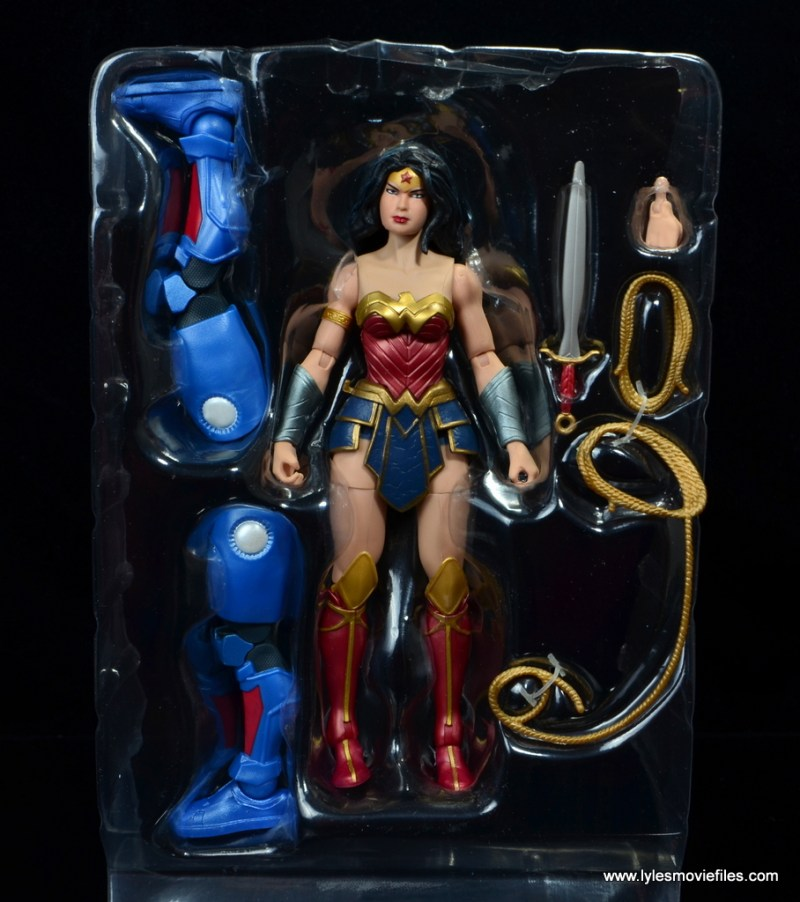 dc multiverse wonder woman figure review - accessories in tray