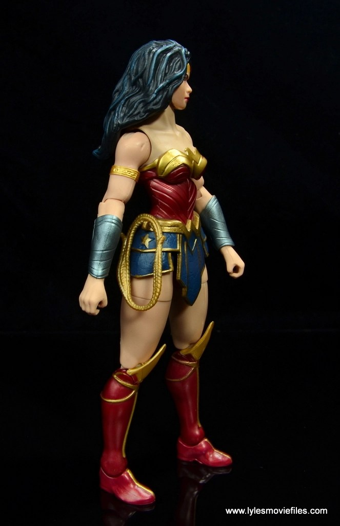dc multiverse wonder woman figure review -with lasso on belt