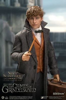 fantastic-beasts-the-crimes-of-grindelwald-newt-scamander-collectible-figure-star-ace-with wand
