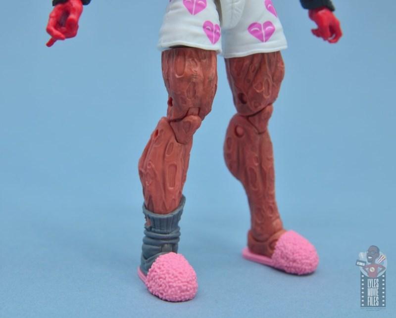 marvel legends deadpool figure review - leg detail