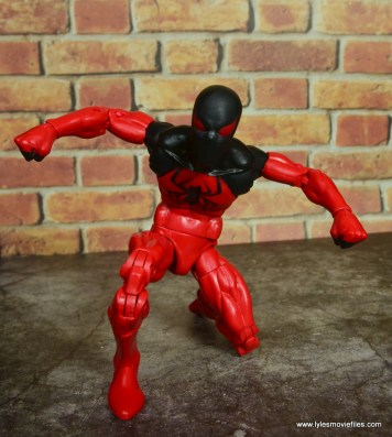 marvel legends scarlet spider figure review - crouching
