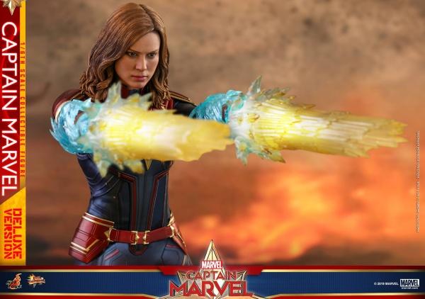 hot toys captain marvel deluxe figure -firing blasts