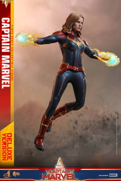 hot toys captain marvel deluxe figure -in the air