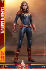hot toys captain marvel deluxe figure -ready for battle