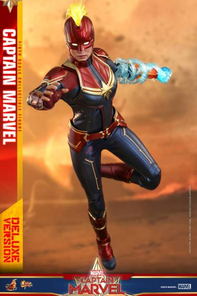 hot toys captain marvel deluxe figure -zooming ahead
