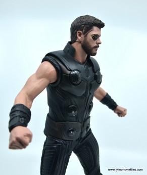 hot toys avengers infinity war thor figure review - arms close up