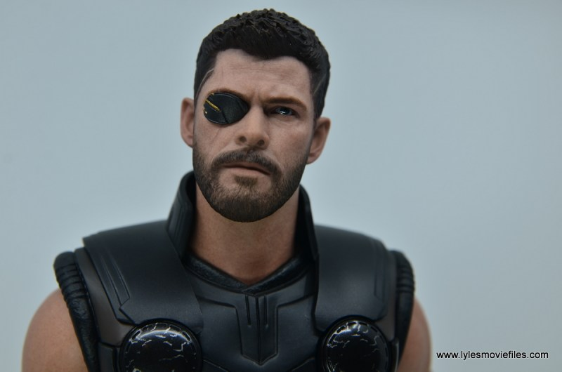 hot toys avengers infinity war thor figure review - closeup detail of gold patch