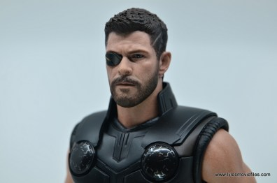 hot toys avengers infinity war thor figure review - right eye patch