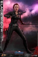 hot toys avengers endgame black widow figure - shock sticks up