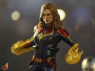 hot toys avengers endgame exhibit captain marvel