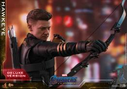 hot toys avengers endgame hawkeye -aiming