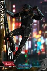hot toys avengers endgame hawkeye -scaling wall
