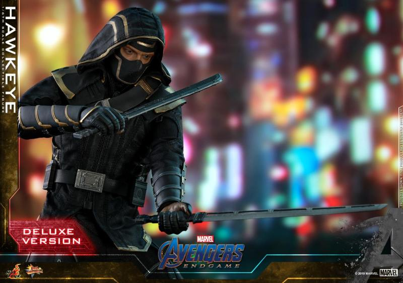 hot toys avengers endgame hawkeye -with sword and dagger