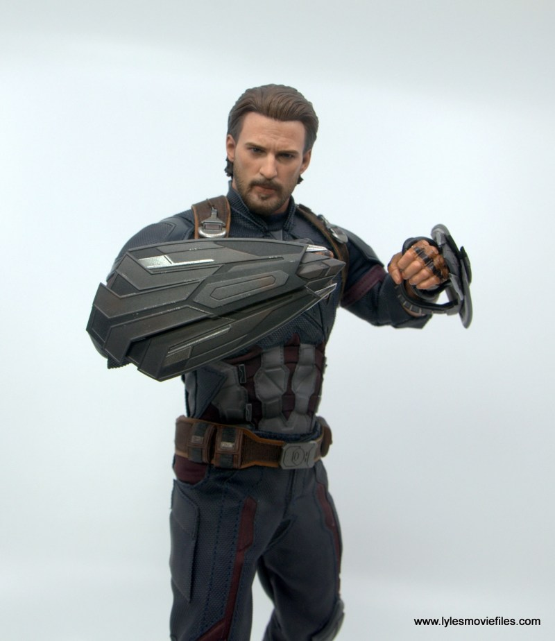 Hot Toys Avengers Infinity War Captain America figure review - shield detail