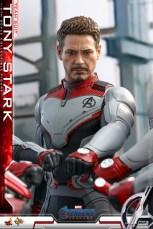 hot toys avengers endgame tony stark team suit - hands in