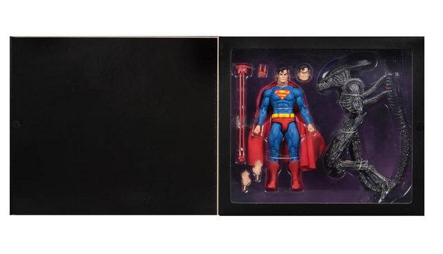 neca sdcc superman vs aliens set - package shot