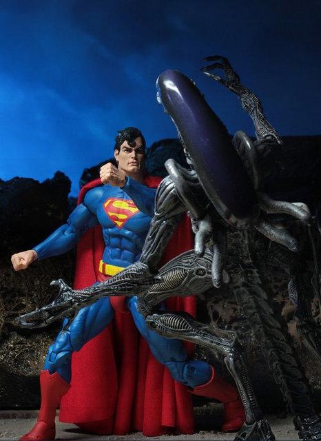 neca sdcc superman vs aliens set - superman connects