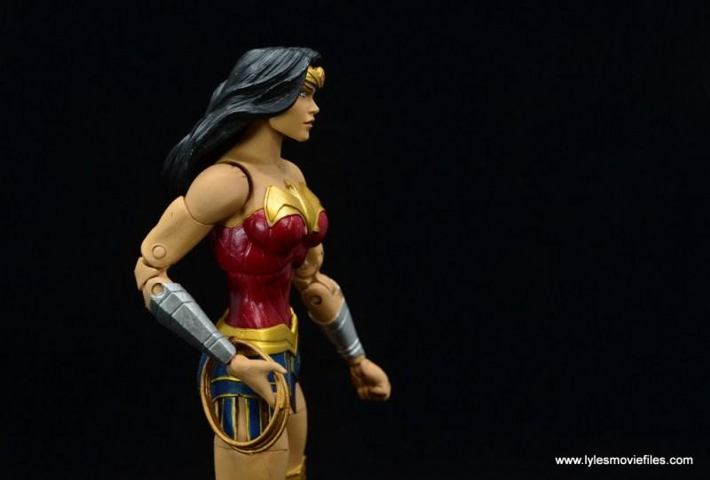 DC Essentials Wonder Woman figure review - reaching for lasso