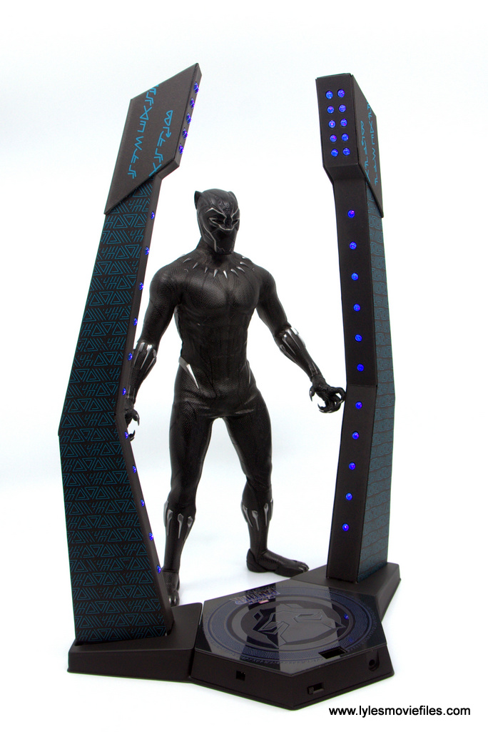 Hot Toys Black Panther figure review - standing near light up base