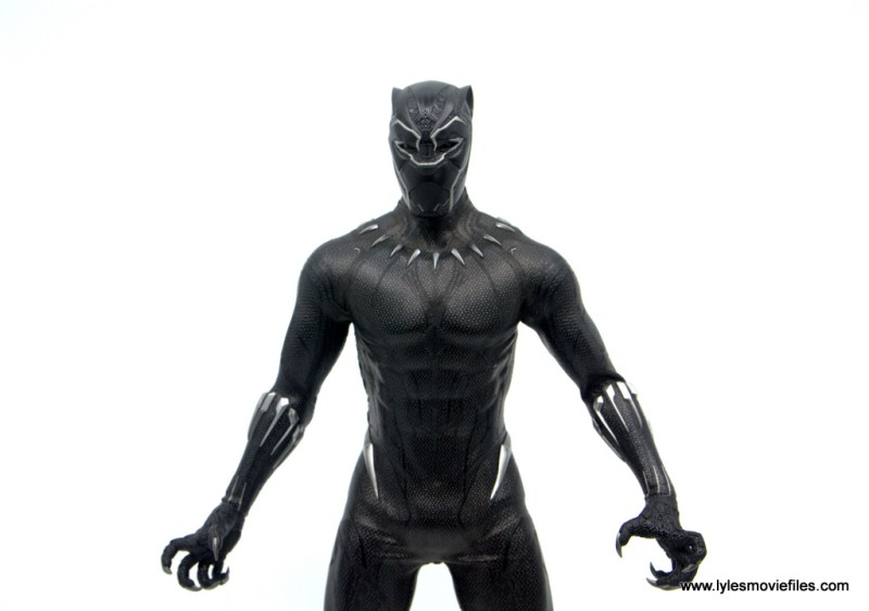 Hot Toys Black Panther figure review - wide shot of claw hands